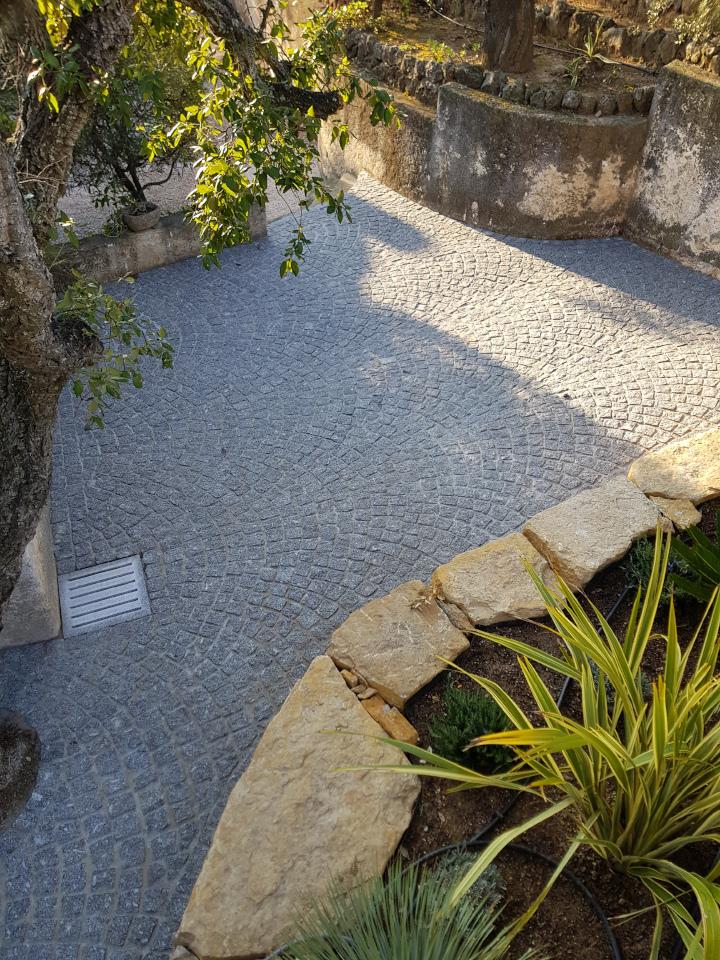 Dacosta pavage granit gris pose en arche