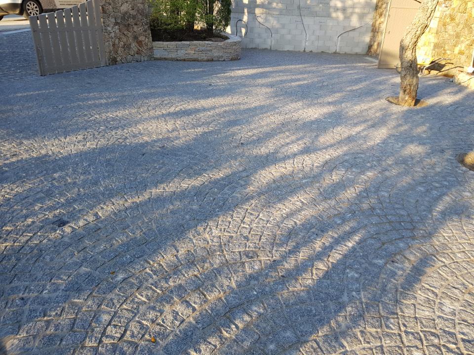 Dacosta pavage granit gris pose en arche garage
