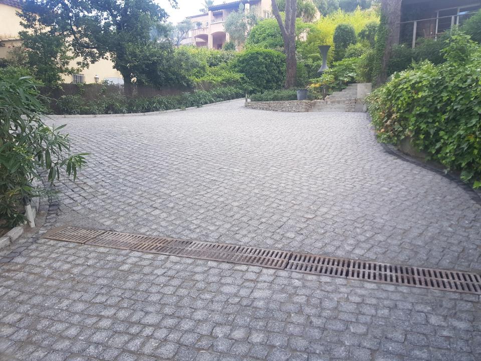 dacosta pavage paves granit pose droit joints contrariés gris draguignan jardin