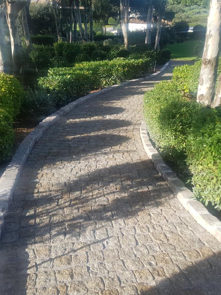 dacosta pavage paves granit pose droit joints contrariés jaune draguignan jardin allee