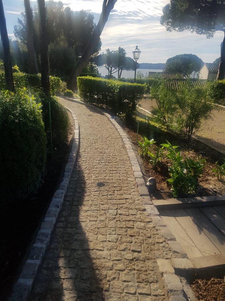 dacosta pavage paves granit pose droit joints contrariés jaune draguignan jardin draguignan paca