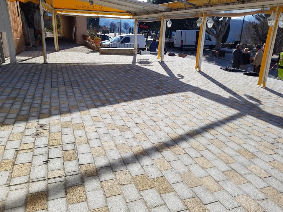 devanture de magasin terrasse dacosta pavage dallage en pierre naturelle