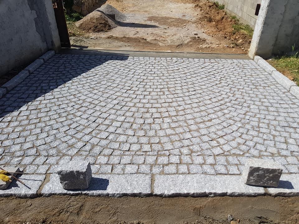 pavés granit gris pose en arche